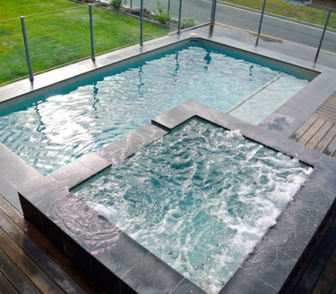 Custom square spa with plunge pool